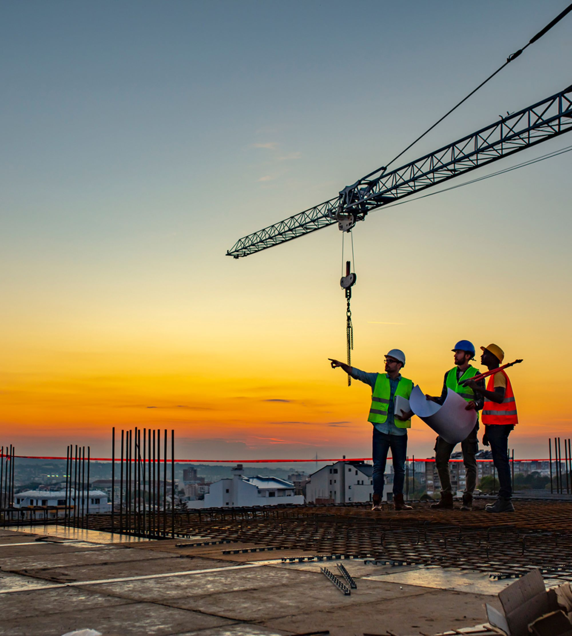 iStock-1179153745-men-on-construction-site-build-to-suit-data-centers-1000-1